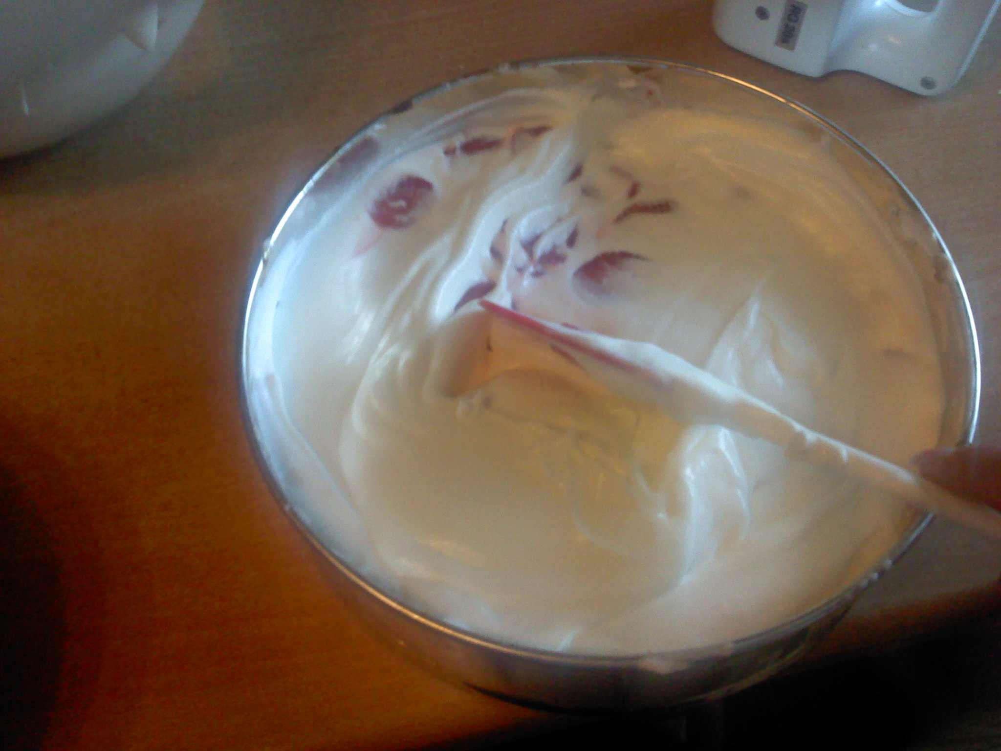 Recept Smetanovo-tvarohový dort s jahodami  - střídání vrstev jahod a krému