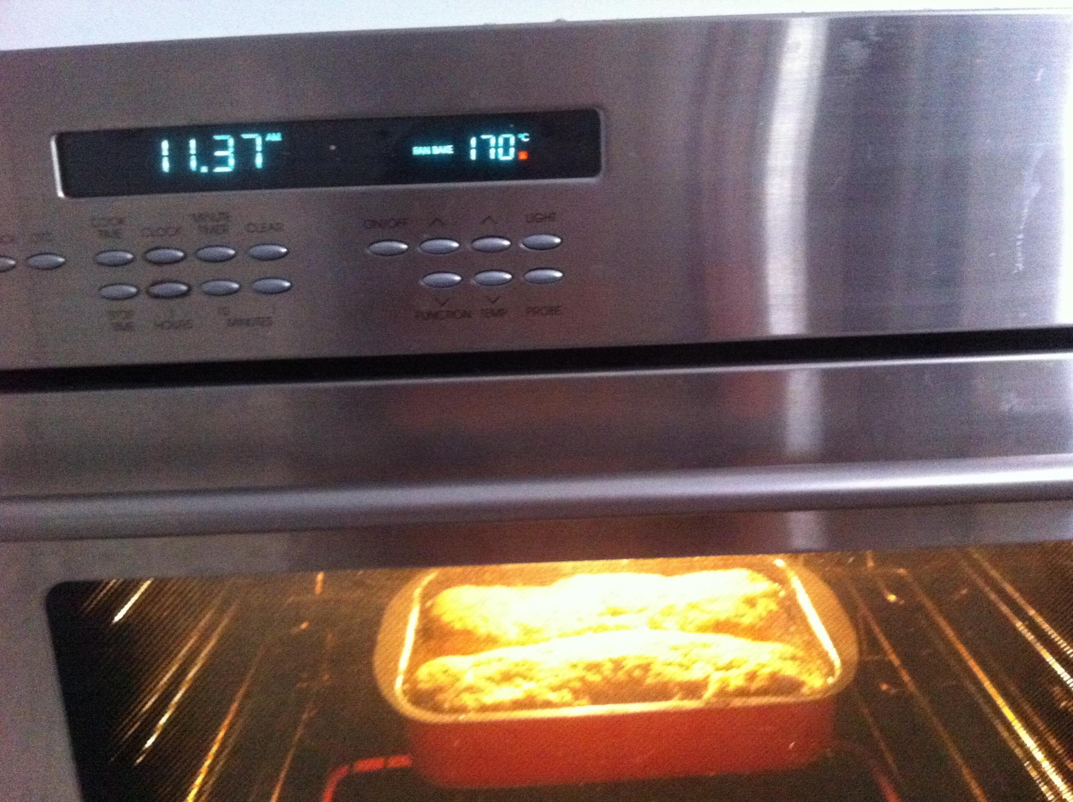 Recept Domácí sekaná - A dame pect na 170 stupnu do trouby a peceme tak hodinku, jak vic chyti barvu uberu na 160 az 165 a necham dopect za obcasneho podlevani, ale ani neni treba! Hotove jsem zapomela ofotit,tak zas priste! Dobrou chut preju