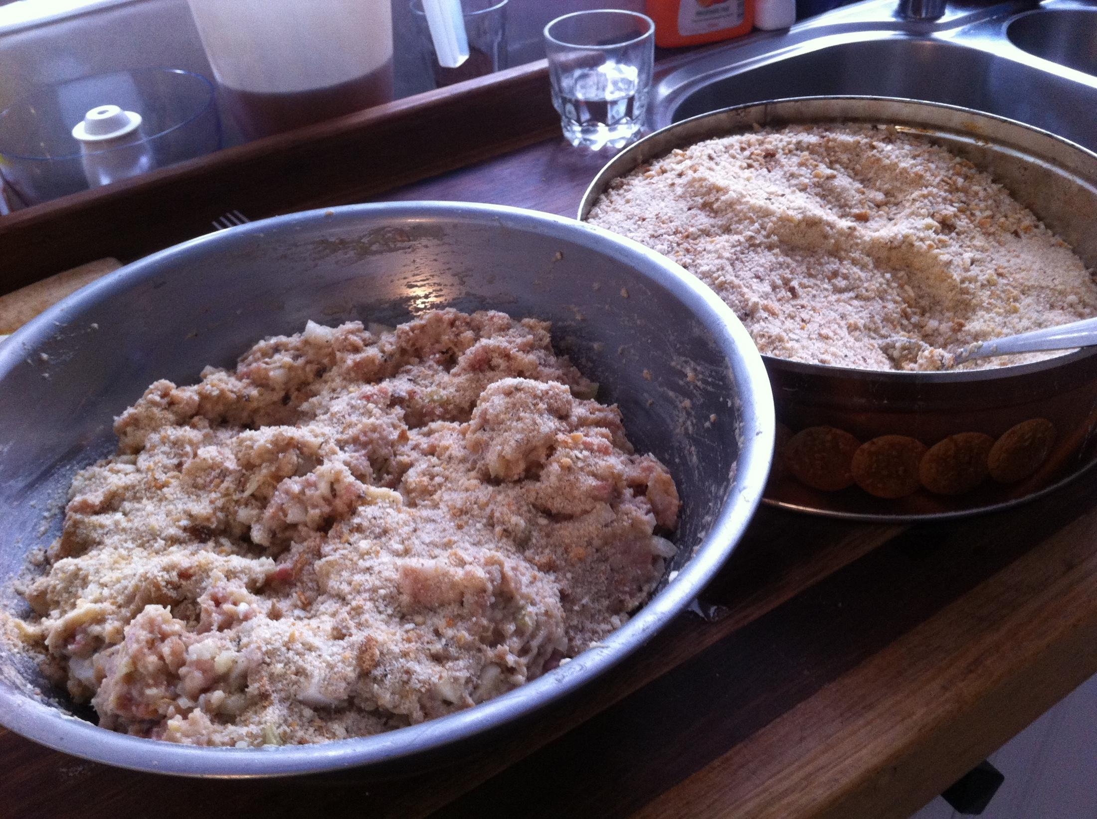Recept Domácí sekaná - posypu trochou strouhanky a zamicham