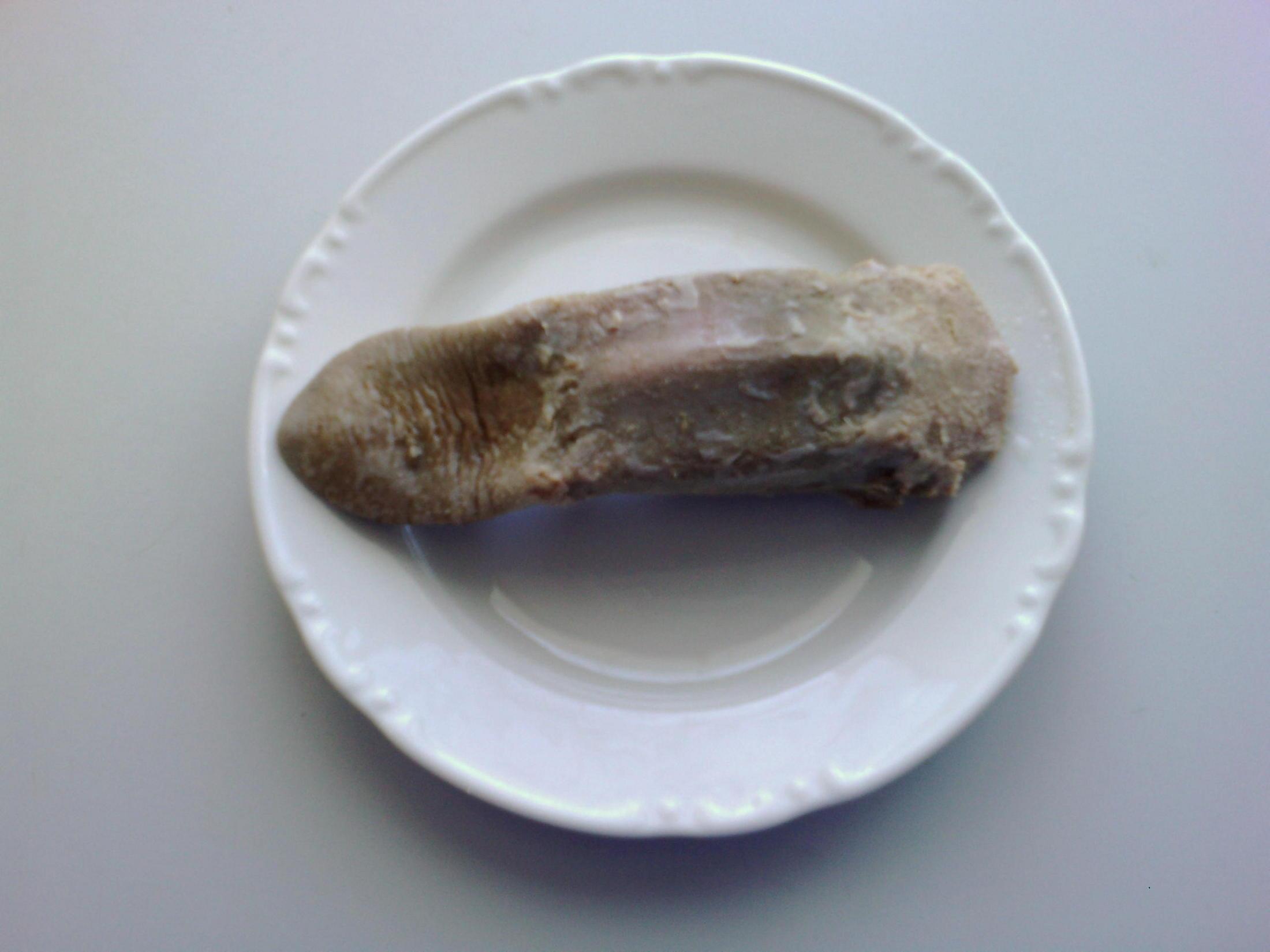 Recept Smažený vepřový jazyk - Uvařený a oloupaný.