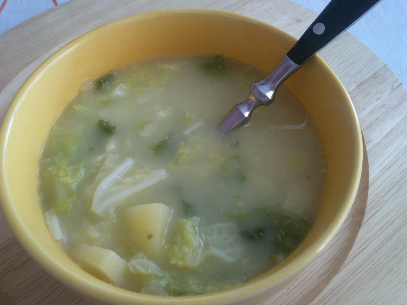 Kapustová polévka s brambory