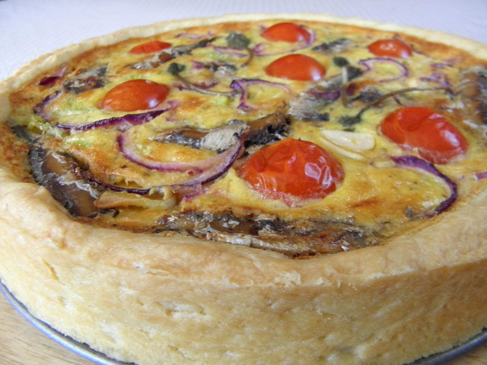 Recept Sýrový koláč se šproty - Opravdu výborný odzkoušený a sytý koláč se sýrem a uzenými šproty.