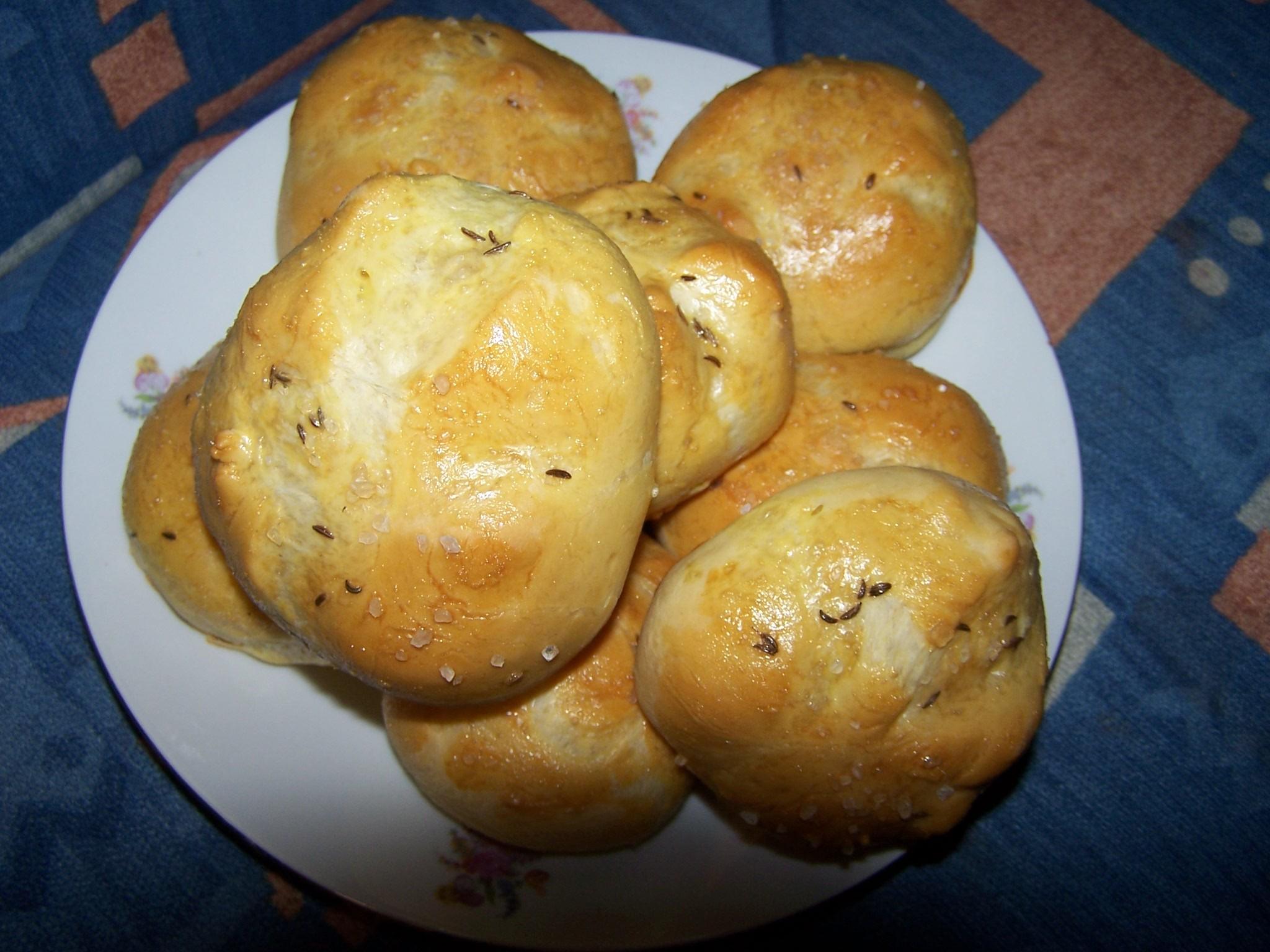 Recept Dobré domácí housky - Kulaté houstičky na talíři