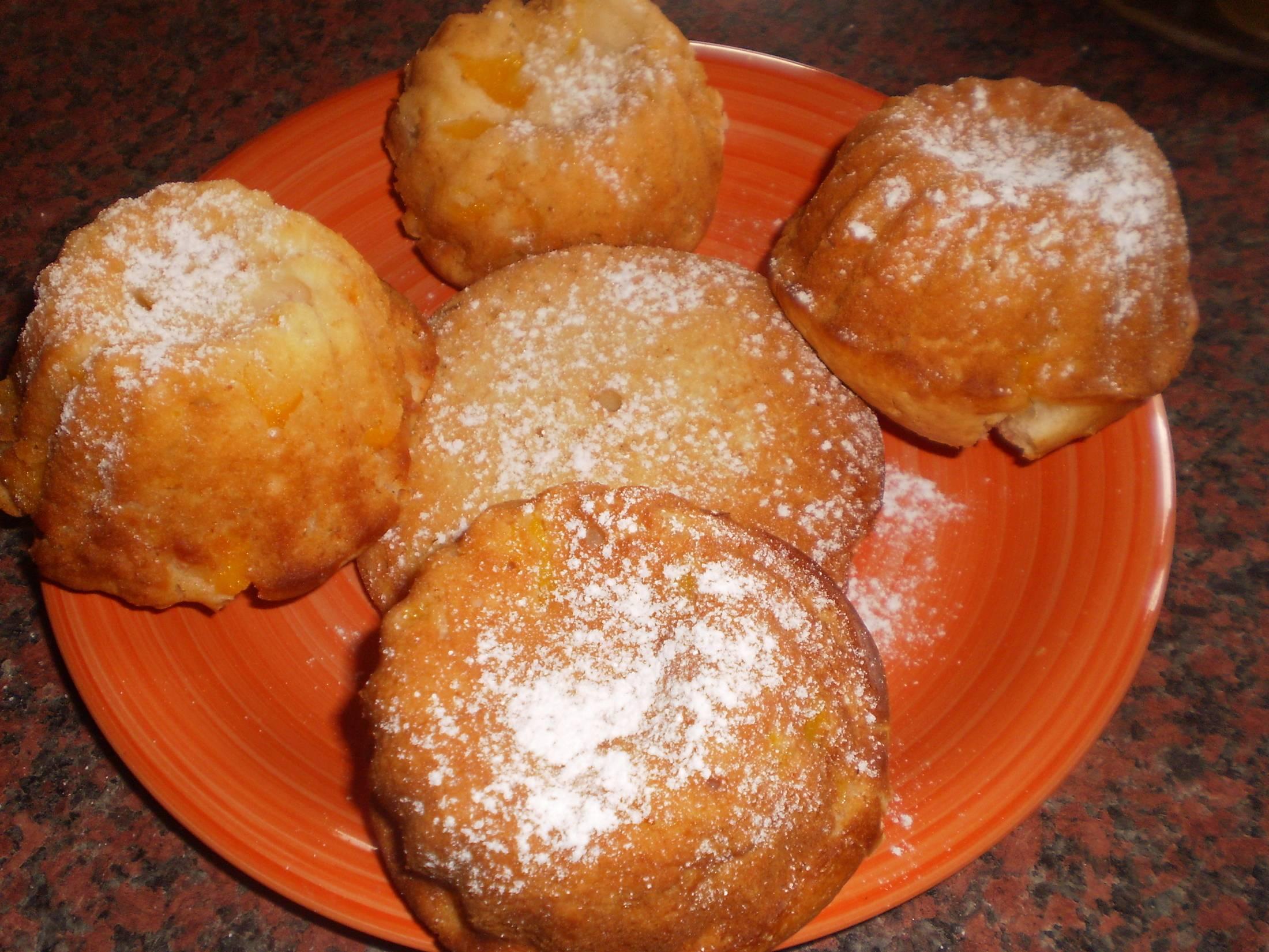 Recept Jogurtové muffiny - Výborné muffiny. Dala jsem kompotované broskve a moc dobré. Už jiné dělat nebudu. Moc dobrý a jednoduchý recept.