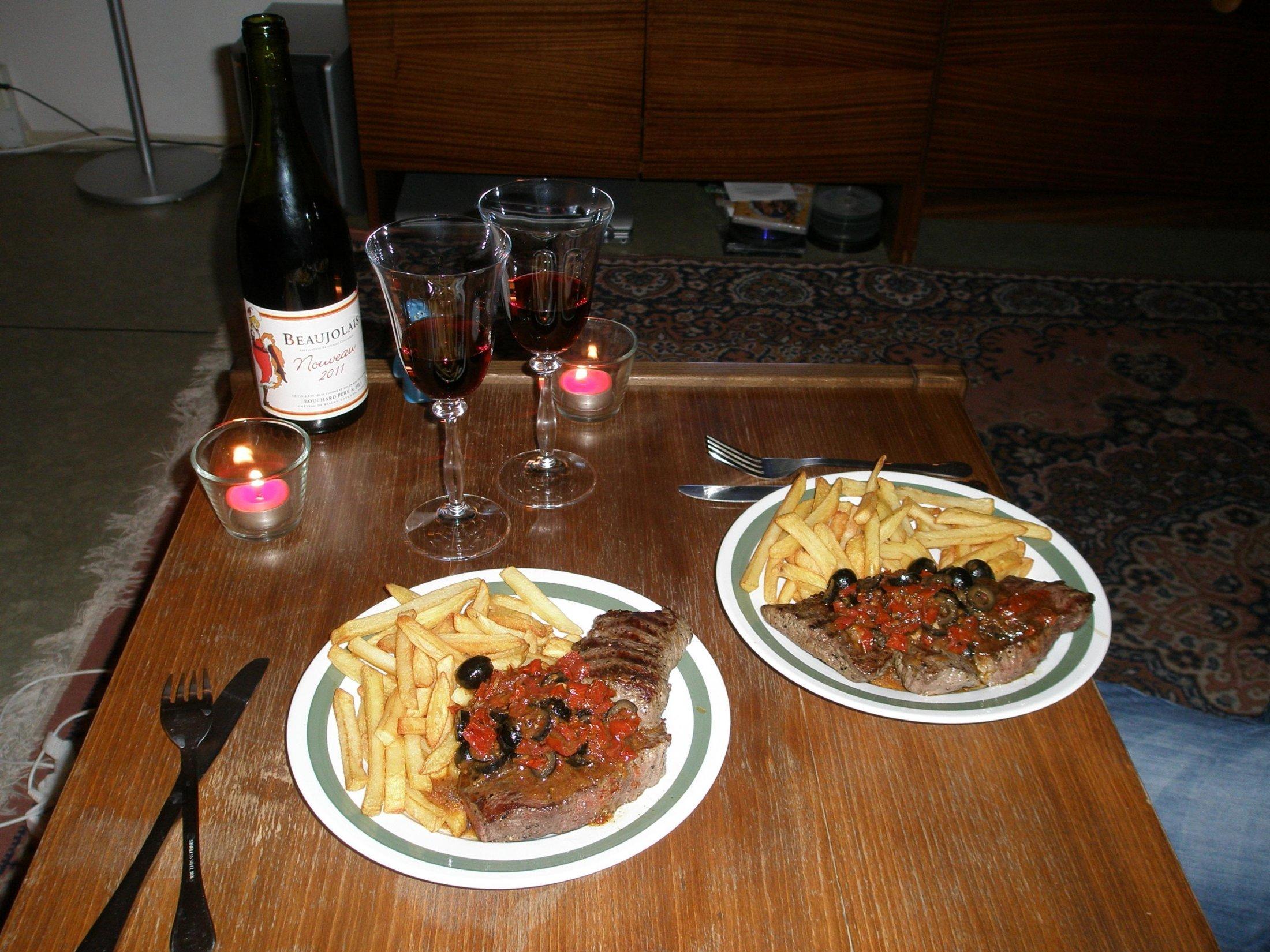 Hovězí steak s olivami a sušenými rajčaty