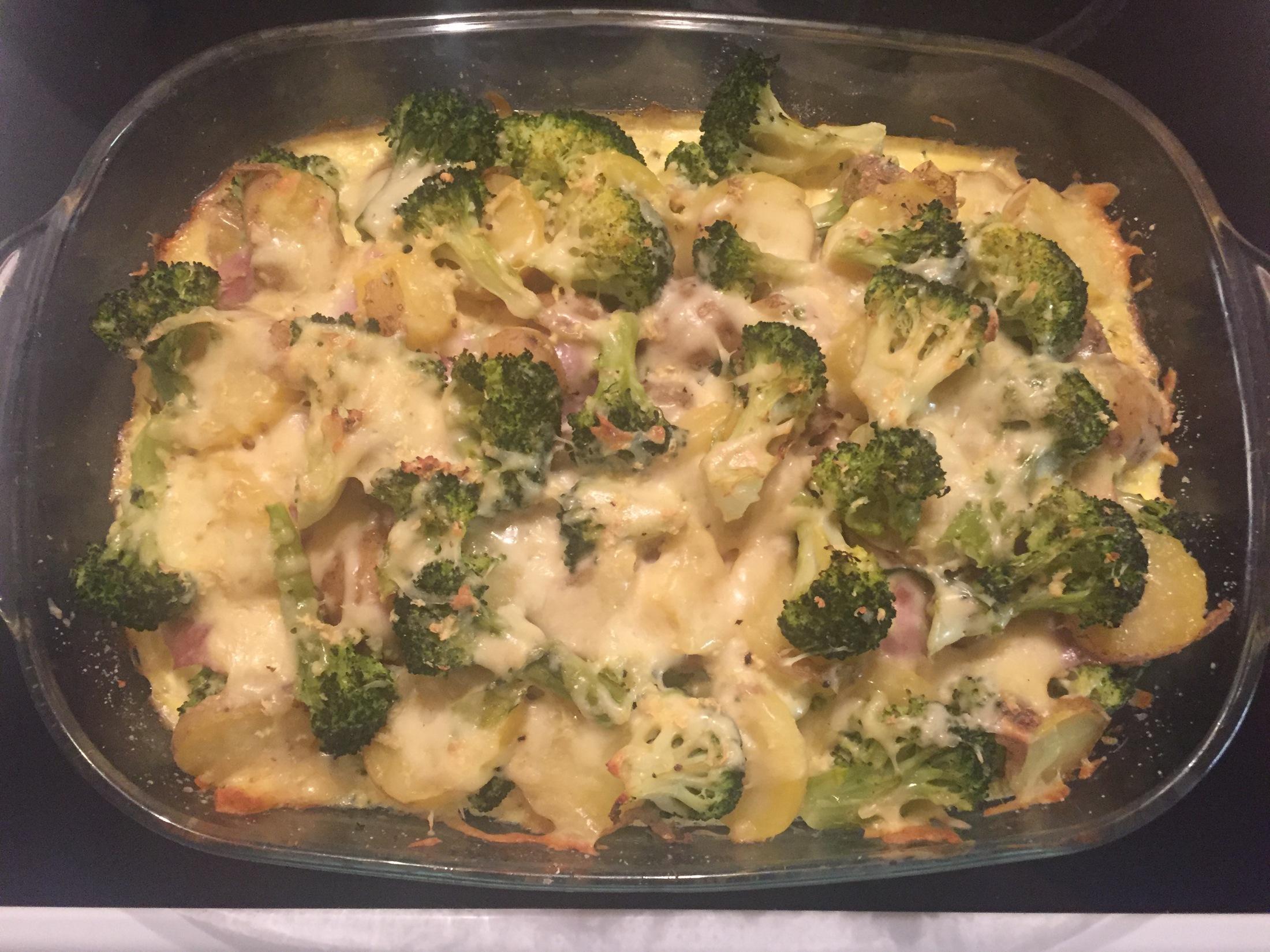 Recept Výborná zapečená brokolice se sýrem - Zapečená brokolice se šunkou a sýrem