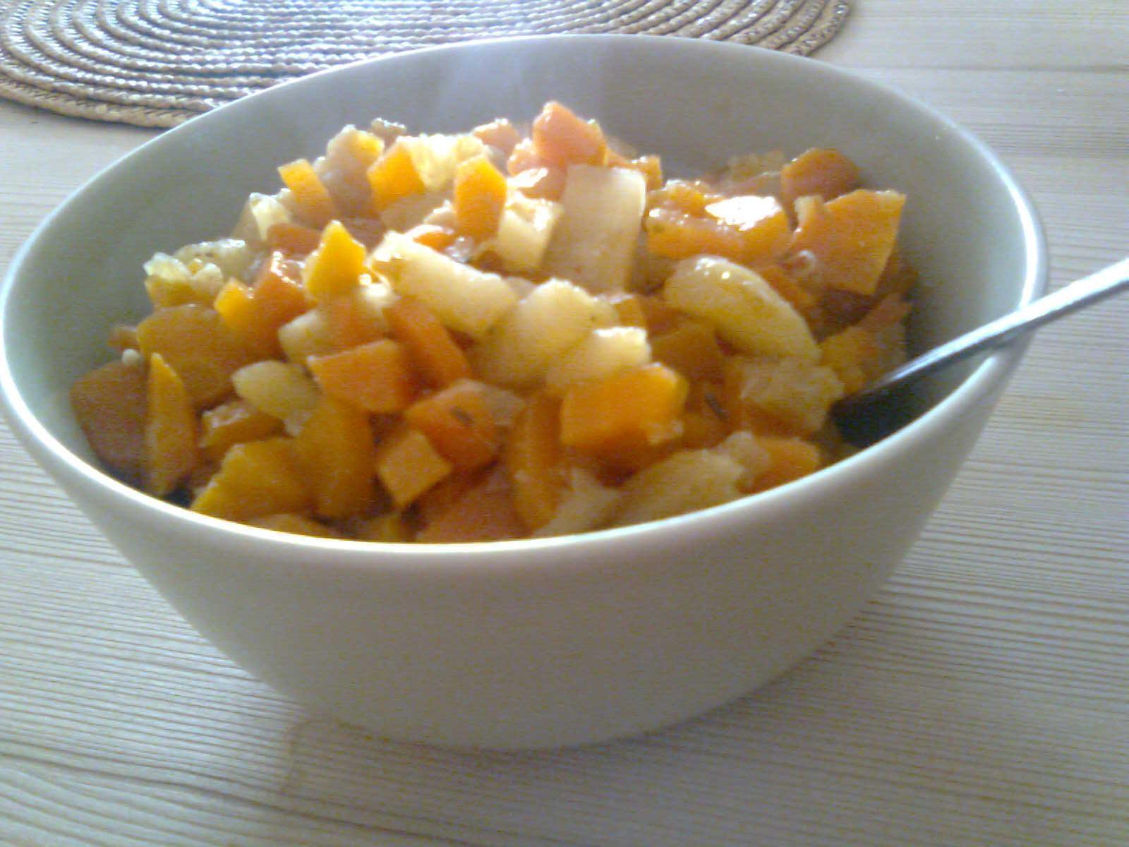 Fotografie receptu: Dušená mrkev s jablkem