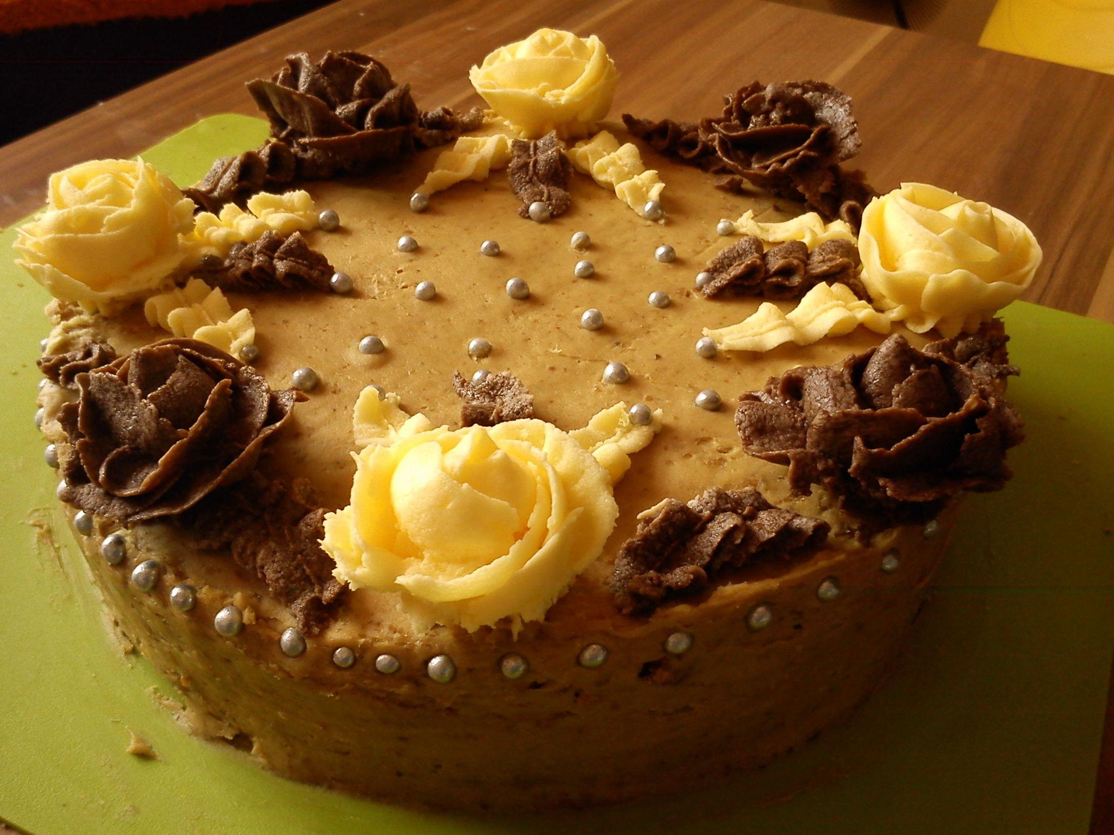 Recept Ořechový dort s kávovým krémem - Troška hraní s krémem.
