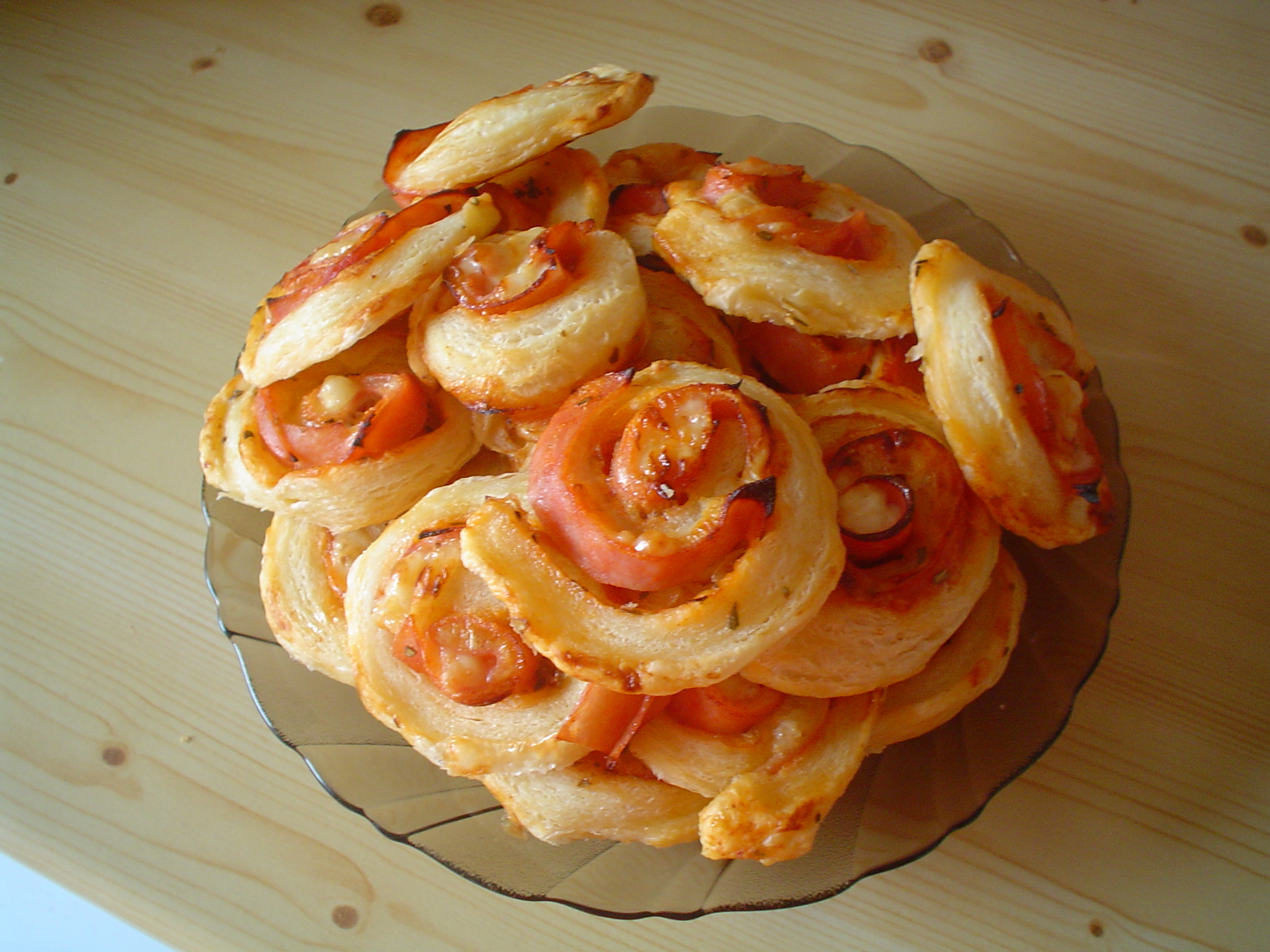 Pizza šneci z listového těsta