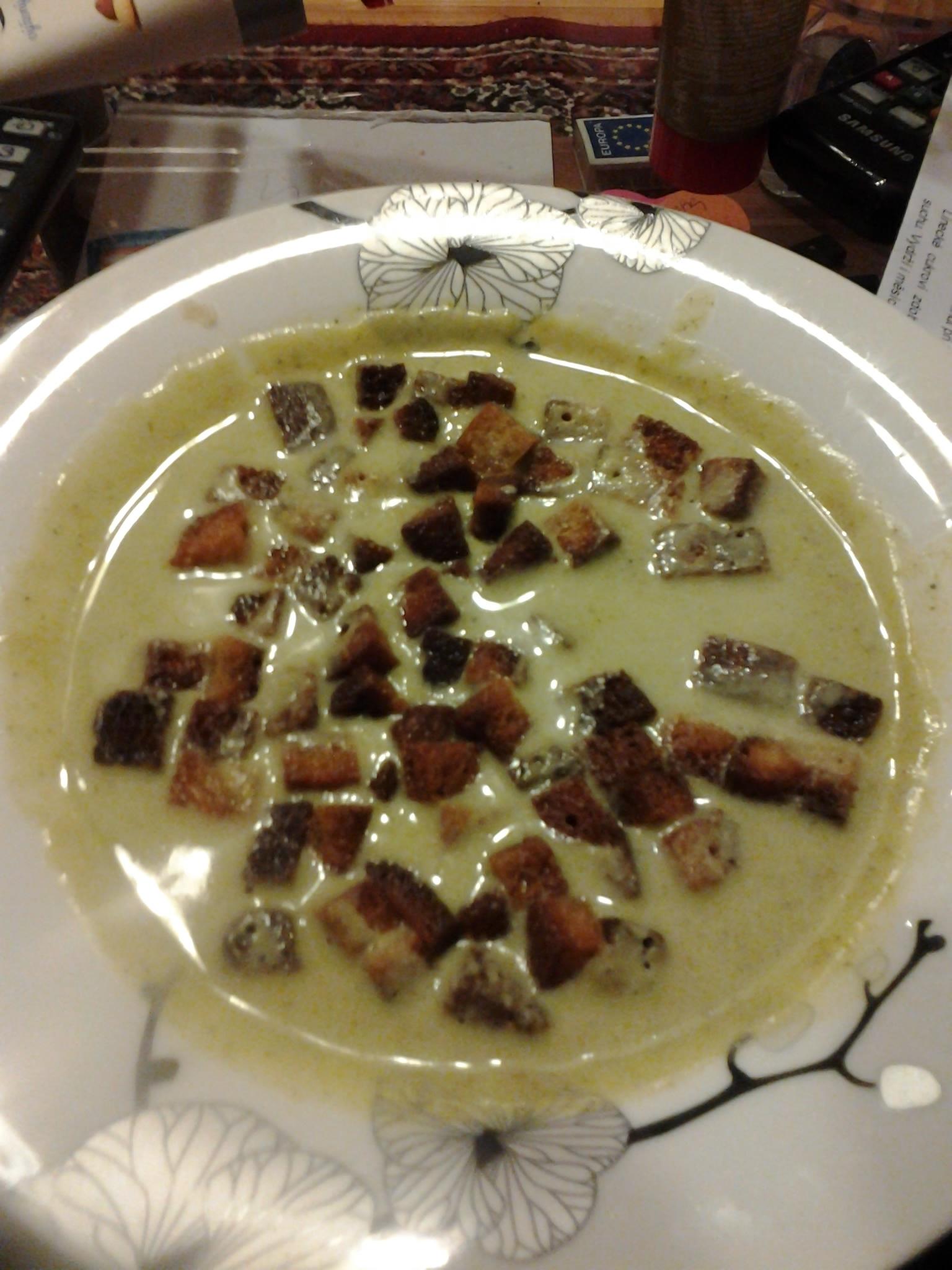 Jemná brokolicová polévka se smetanou