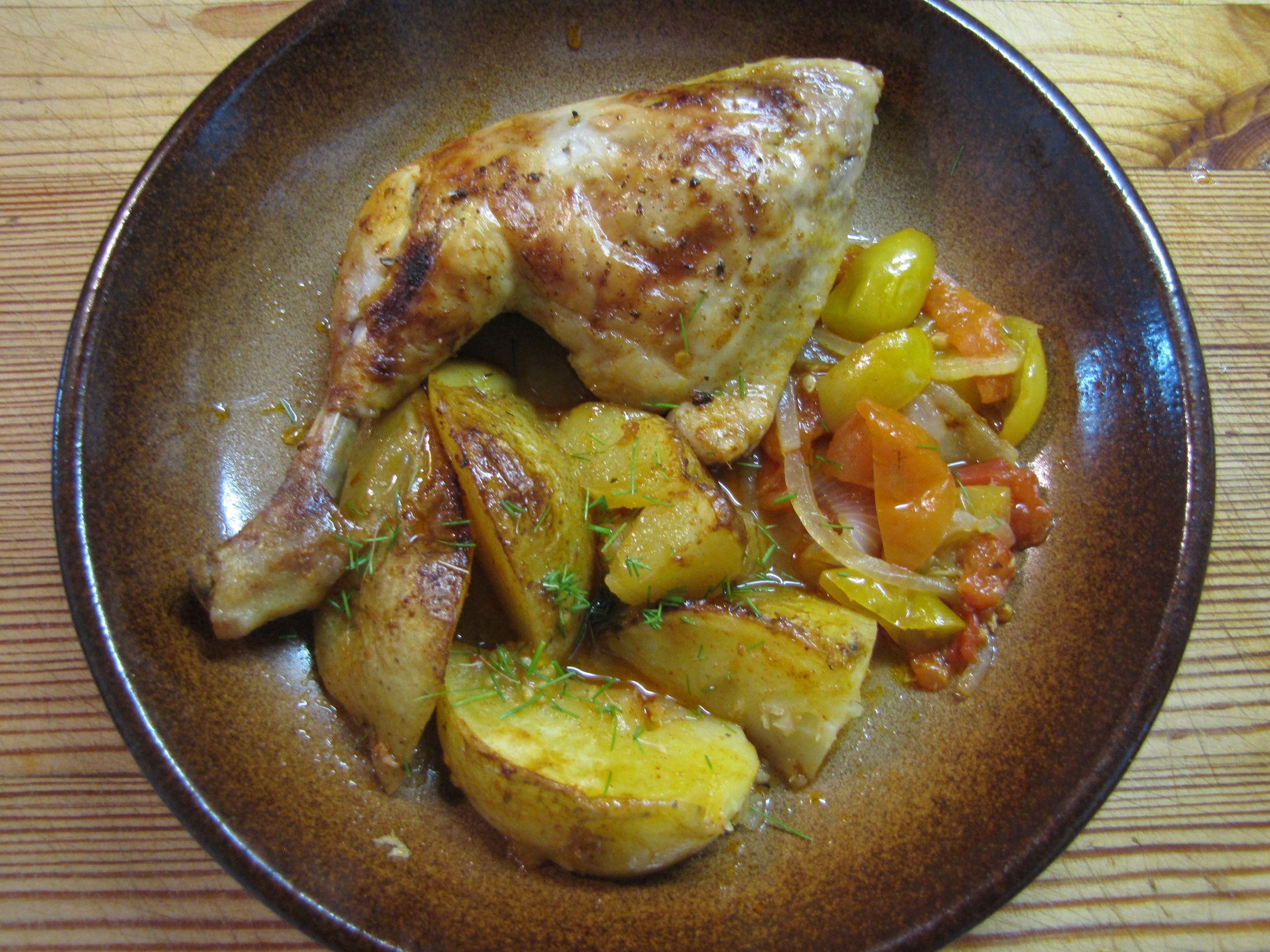 Kuře pečené s brambory a rajčaty