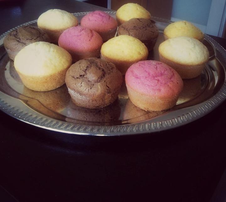 Recept Výborné jednoduché muffiny - Jahodové, kakaové s kousky čokolády, pomerarančové s pomer.kúrou a vanilkové a kokosem :)