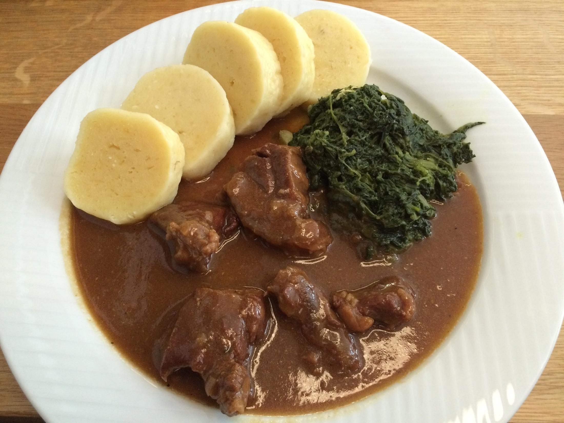 Fotografie receptu: Pomalu pečené hovězí na česneku