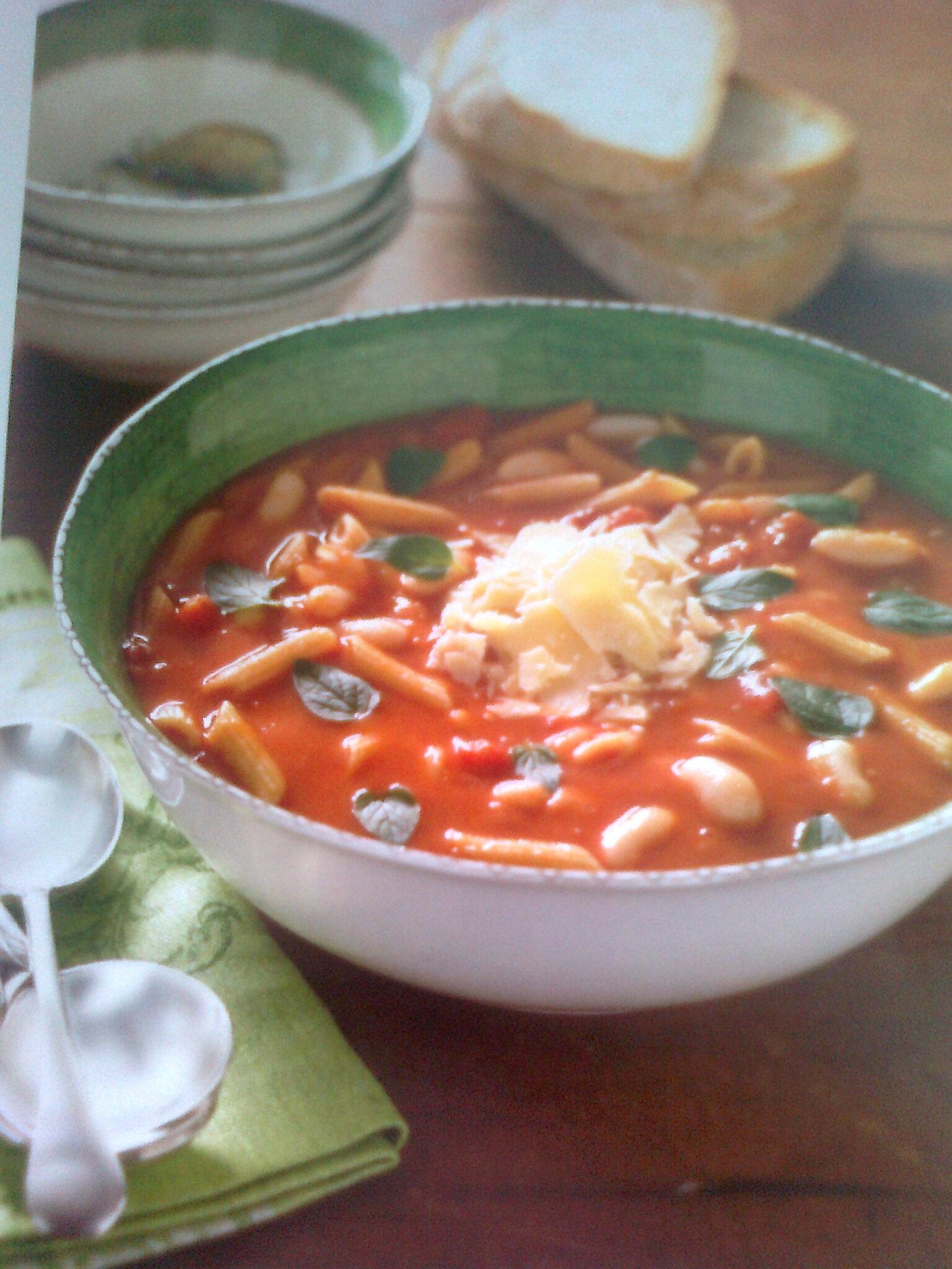 Polévka s těstovinami a fazolemi