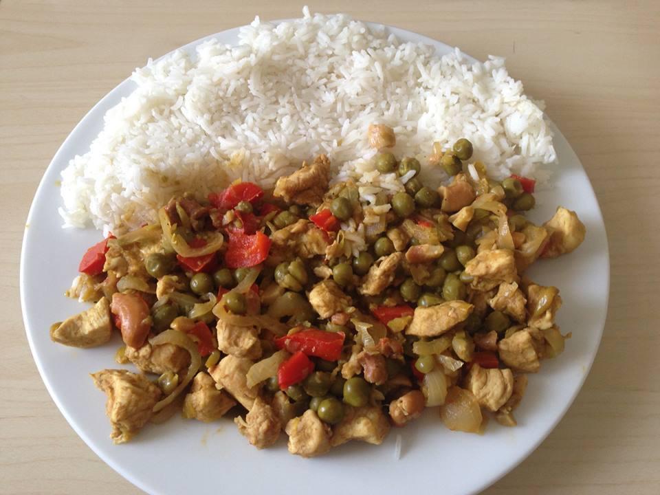 Recept Rychlá kuřecí čína - Výborná čína. Přidal jsem ještě kešu oříšky.