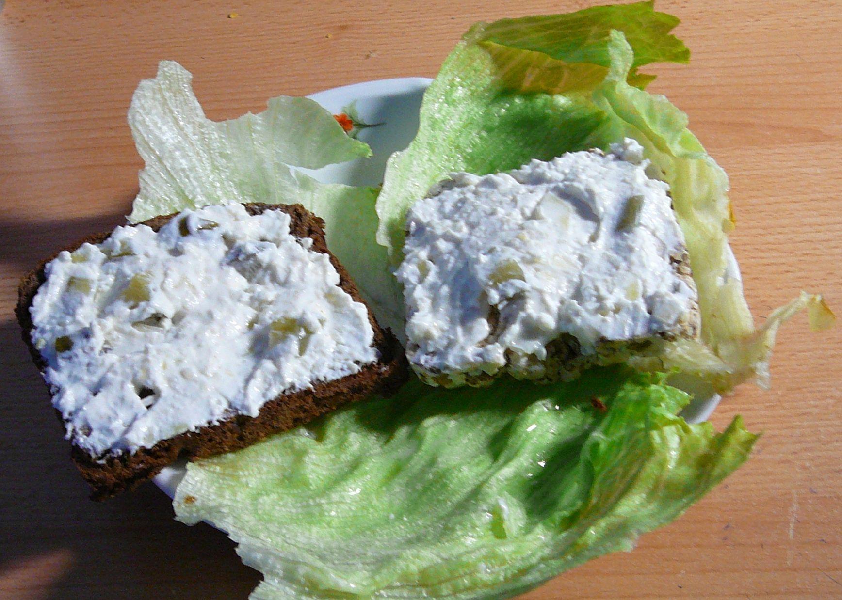 Fotografie receptu: Dietní tvarohovo-česneková pomazánka