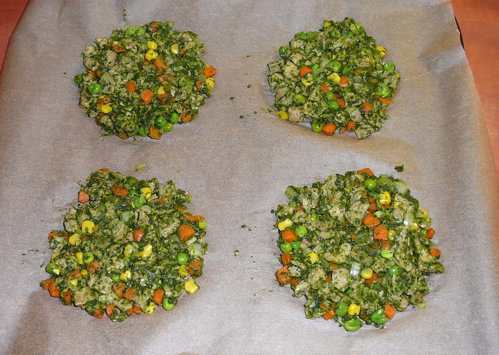 Recept Zeleninové placky se špenátem a sójovým masem - placky před pečením