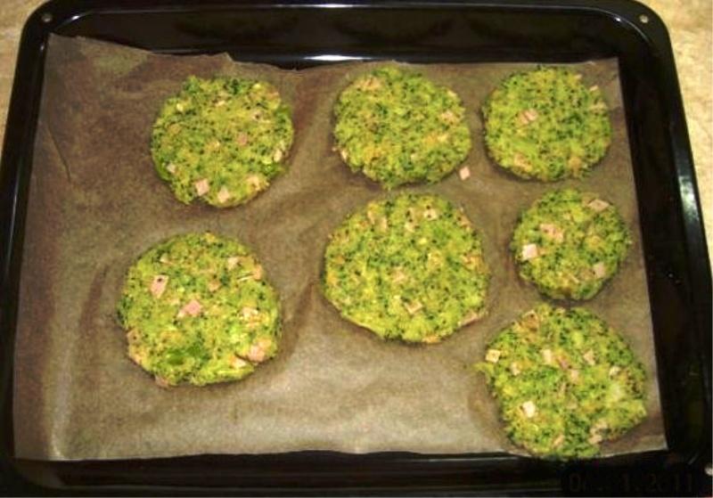 Recept Brokolicové placky se šunkou  - Brokolicové placky se šunkou