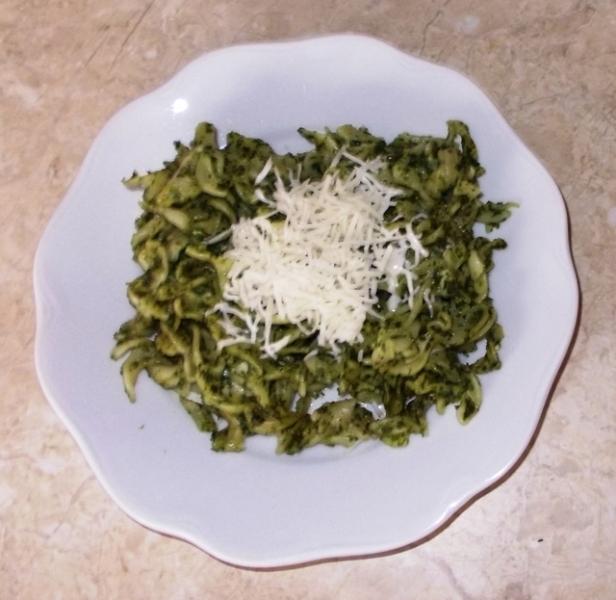 Recept Zapečené těstoviny se špenátem a sýrem - Zapečené těstoviny se špenátem a sýrem na talíři