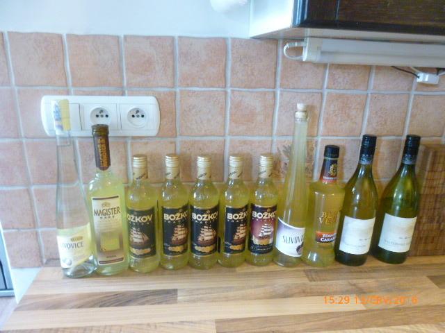 Recept Šťáva z květů bílého bezu za studena - Do každé lahvinky panáček slivovice pro sichr.