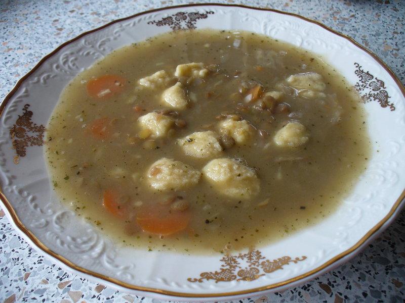 Čočková polévka s masovými knedlíčky