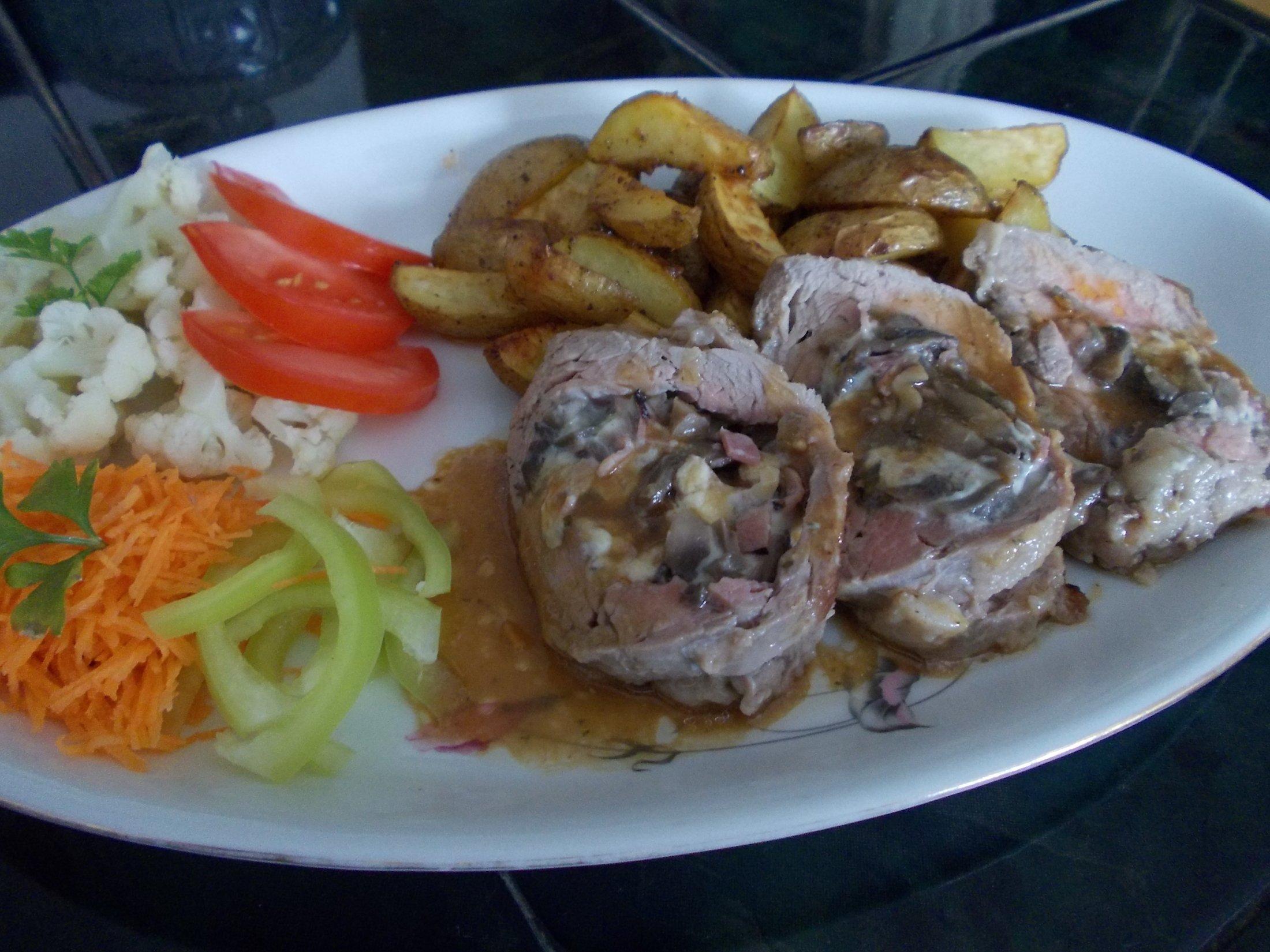 Recept Plněná vepřová panenka s opečenými brambory - Plněná vepřová panenka,grilované brambory