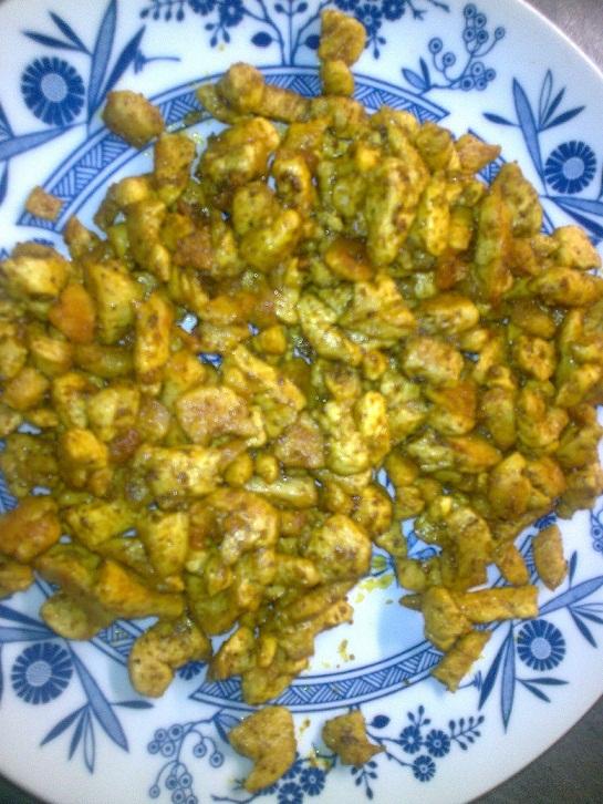 Recept Těstovinový salát s kuřecím masem a zeleninou - Maso s kořením