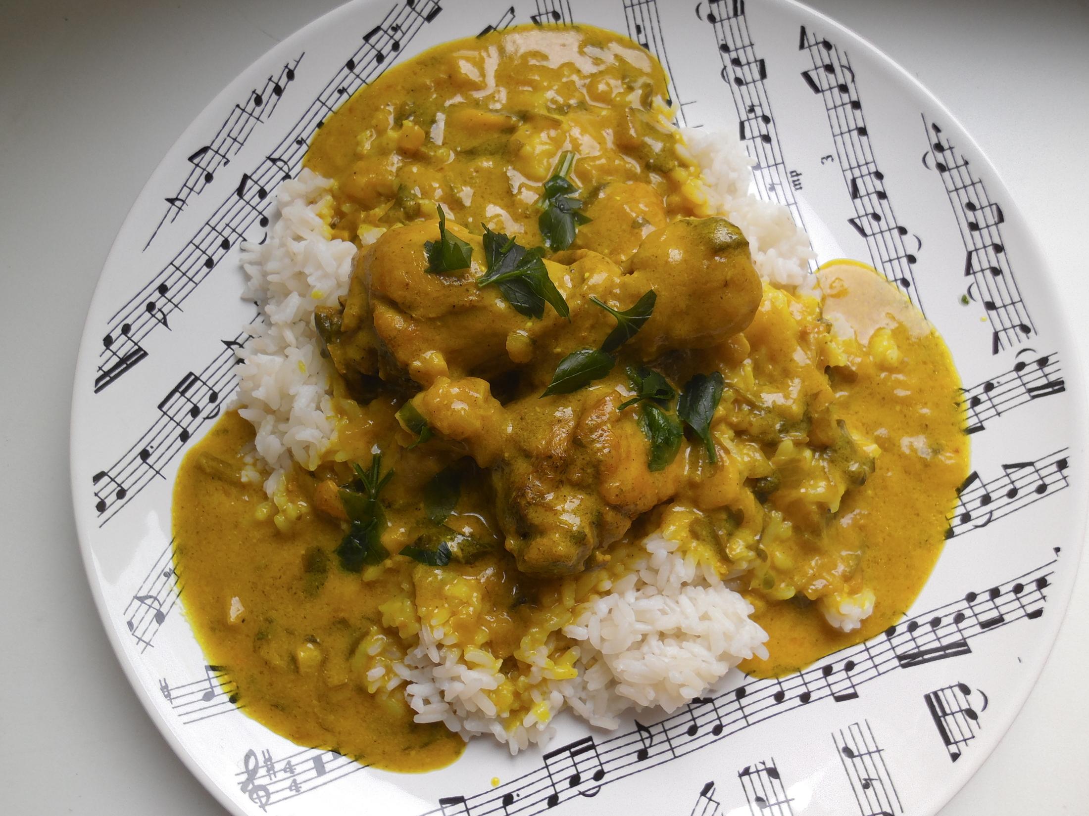 Recept Indické karí s kuřecími paličkami - a nakonec nandáme na talíř :-)