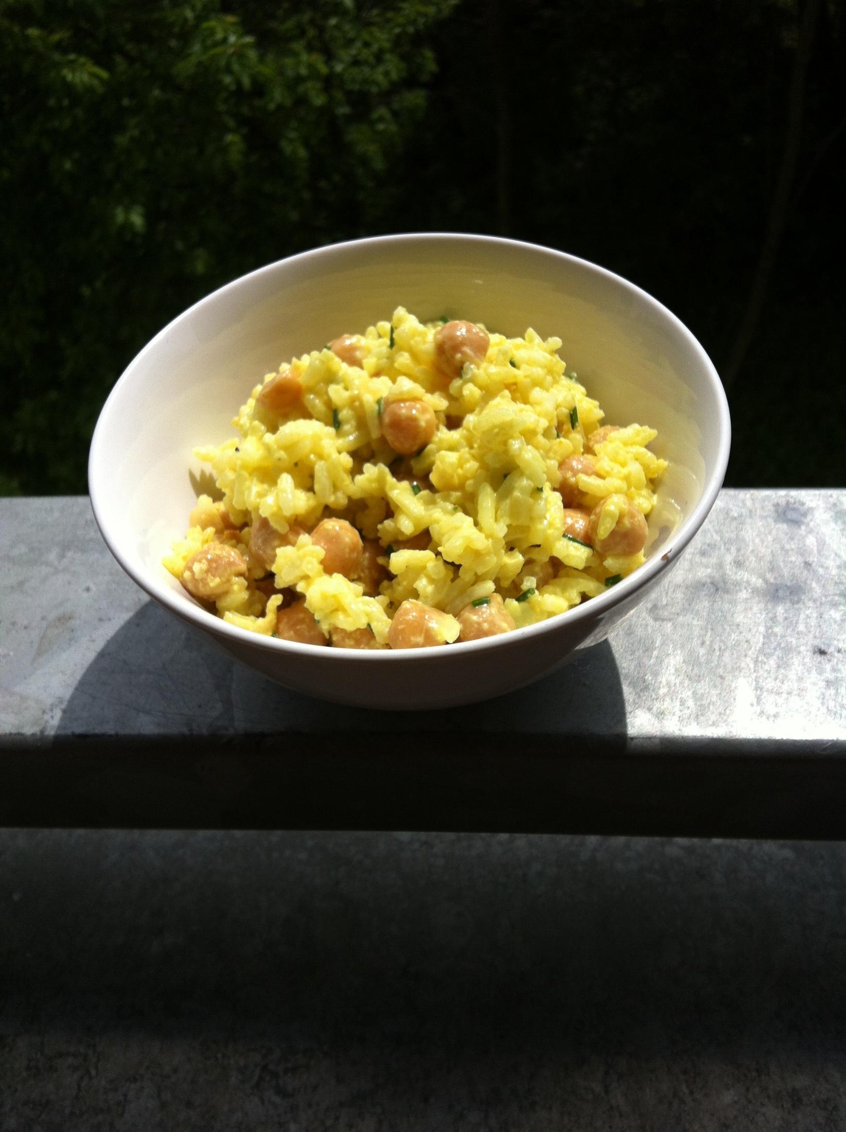 Fotografie receptu: Salát z cizrny a rýže