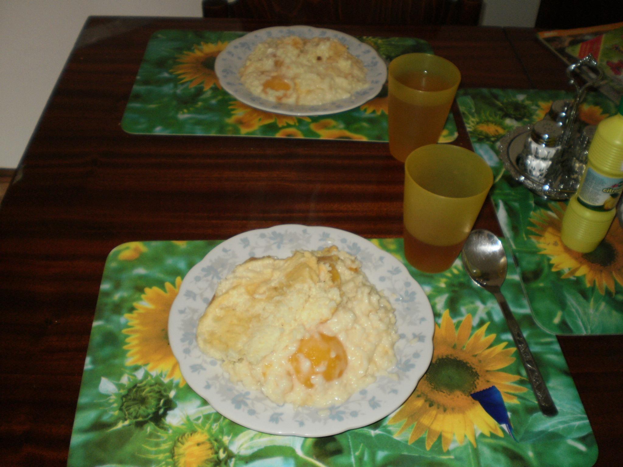 Broskve v rýžovém nákypu