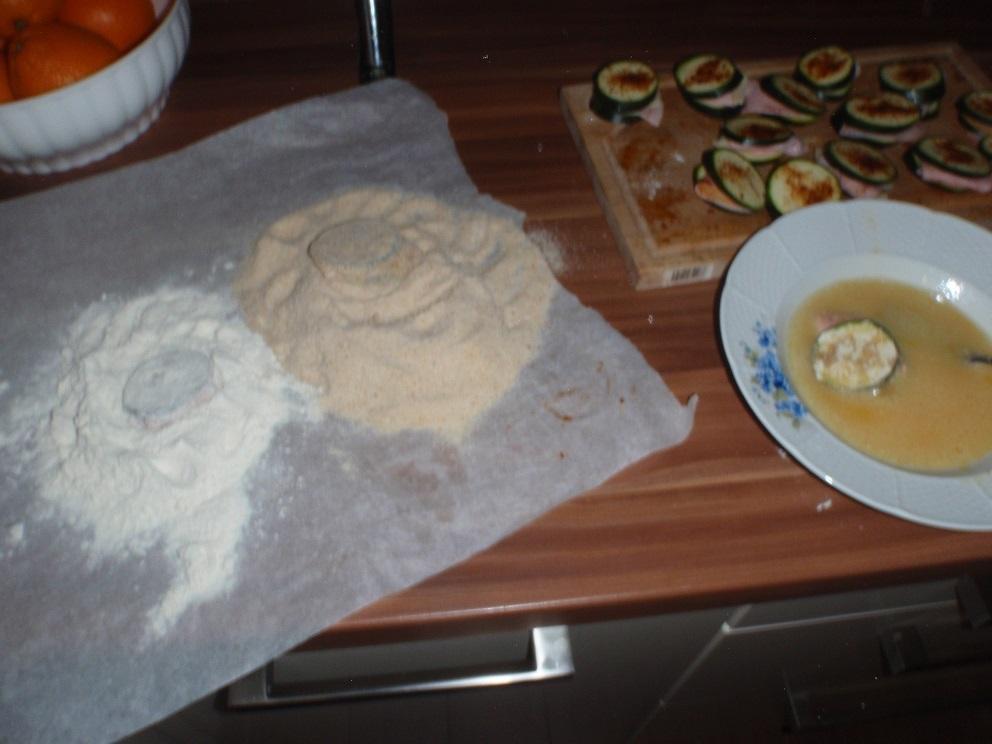 Recept Zapečená plněná cuketa v trojobalu - Obalování