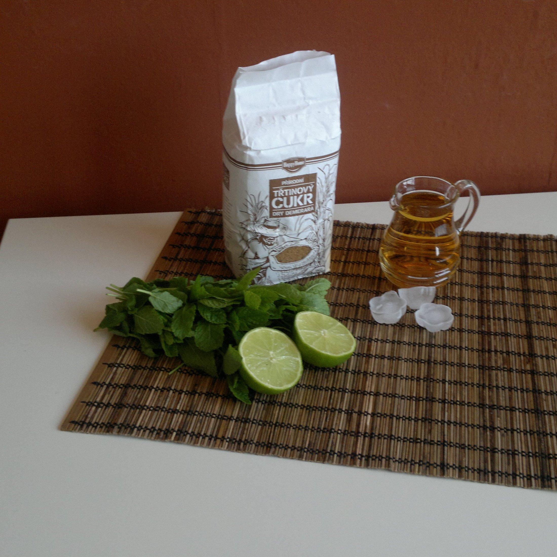 Recept Mojito virgin - Suroviny pro výrobu mojita, nezapomeňme na mátu, jež je nedílnou součástí mojita.