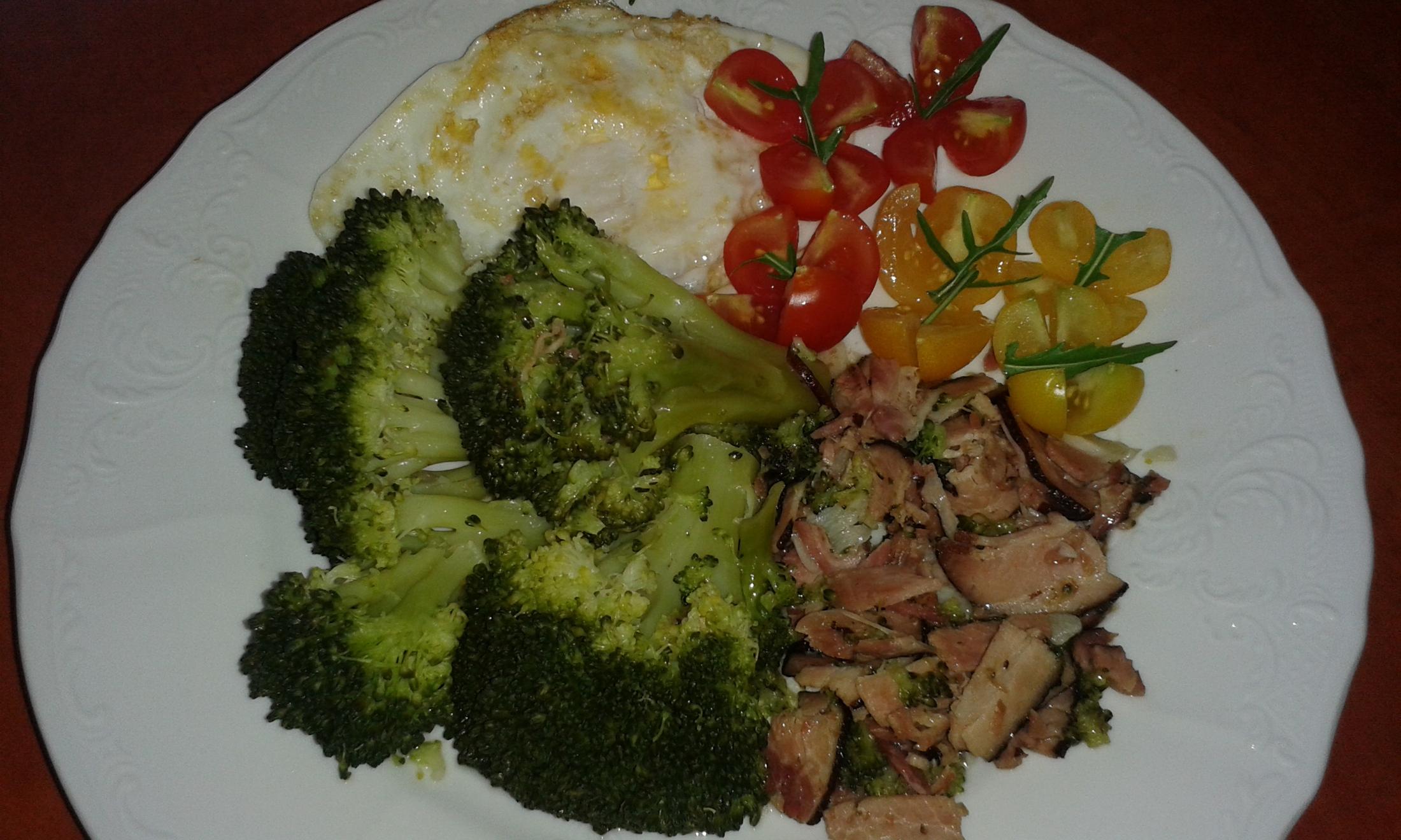 Fotografie receptu: Dušená brokolice se slaninou
