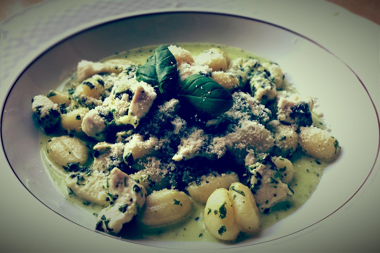Fotografie receptu: Gnocchi s kuřecím masem, smetanou a špenátem