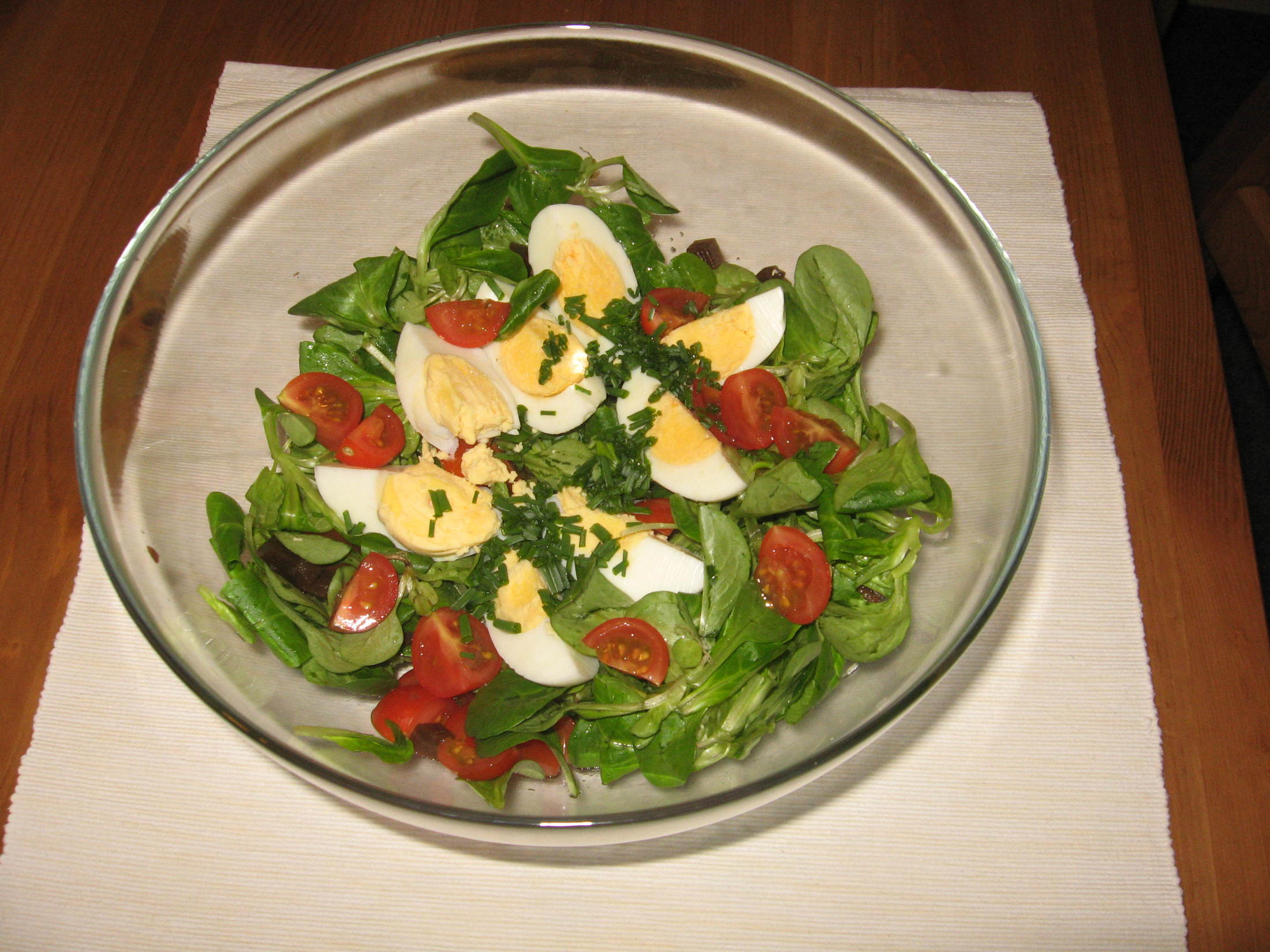 Polníčkový salát s cibulí