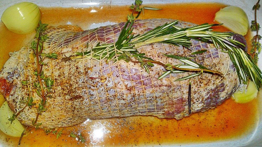 Recept Pečené jahňacie stehno na Chardonnay, citrusoch a bylinkách - ... a větvičky rozmarýnu.