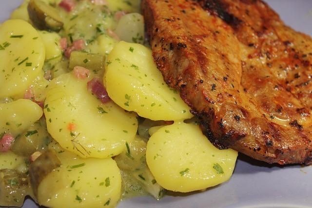 Fotografie receptu: Grilovaná krkovička se svěžím bramborovým salátem