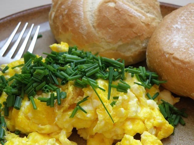 Fotografie receptu: Míchaná vejce sypaná pažitkou
