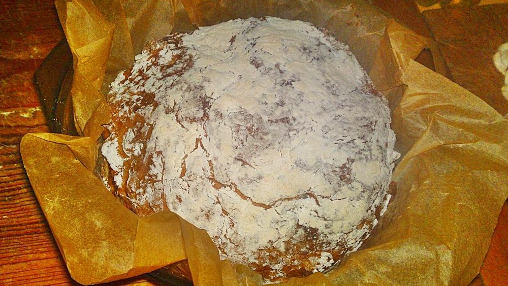 Recept Írsky chlieb zo špaldovej múky  - nemiesený, nekysnutý a rýchly - Pečeme 50 minut v troubě při 180 °C a potom necháme chleba vychladnout na mřížce.