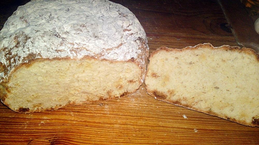 Recept Írsky chlieb zo špaldovej múky  - nemiesený, nekysnutý a rýchly - Průřez upečeným chlebem.