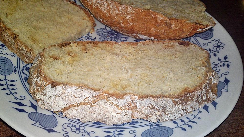 Recept Írsky chlieb zo špaldovej múky  - nemiesený, nekysnutý a rýchly - Irský chléb pokrájený na krajíce.