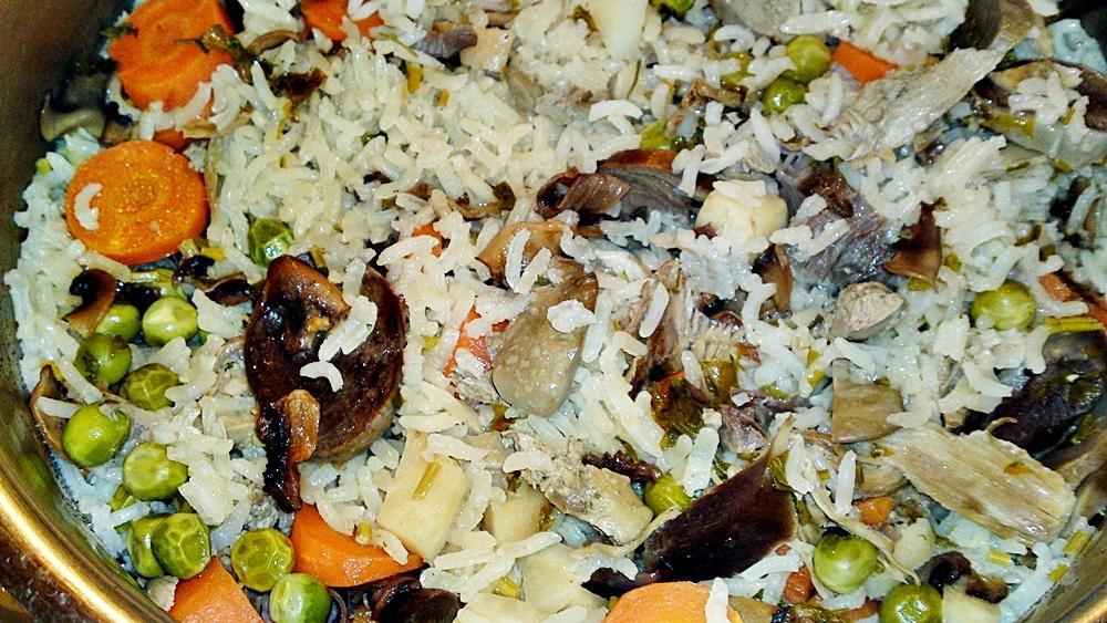 Recept Ludaskása - kaša z ryže a husacích drobov z polievky - Hotová rýžová kaše s droby a zeleninou.