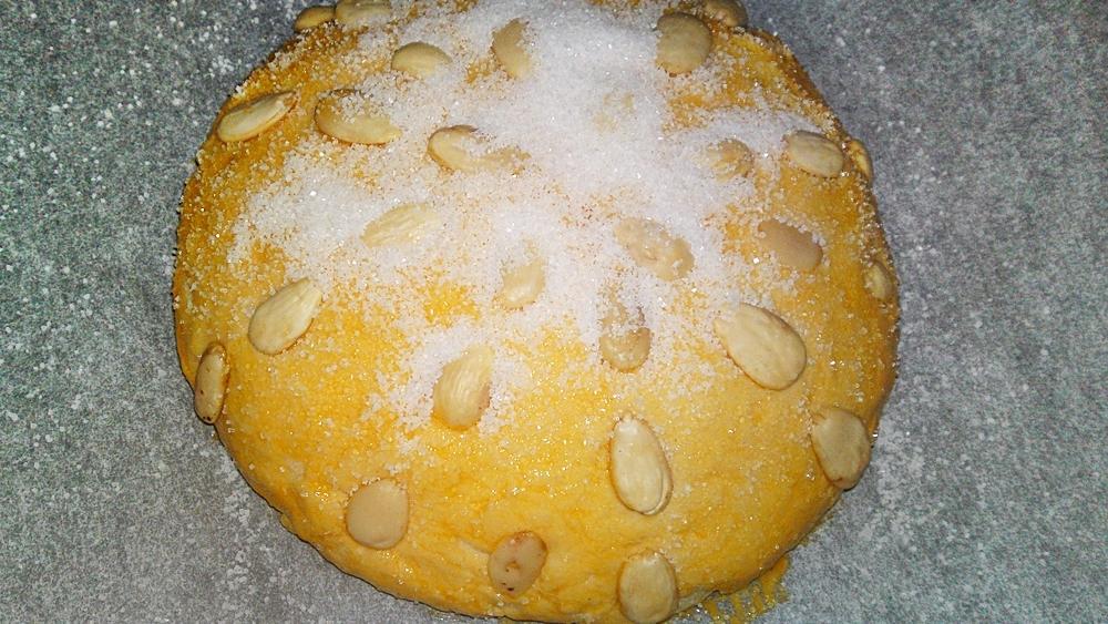 Recept Veľkonočný mazanec - Mazanec necháme kynout 15 minut a posypeme cukrem krystal.