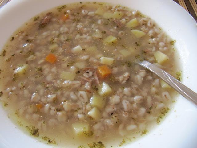 Polévka z uzeného masa s česnekem