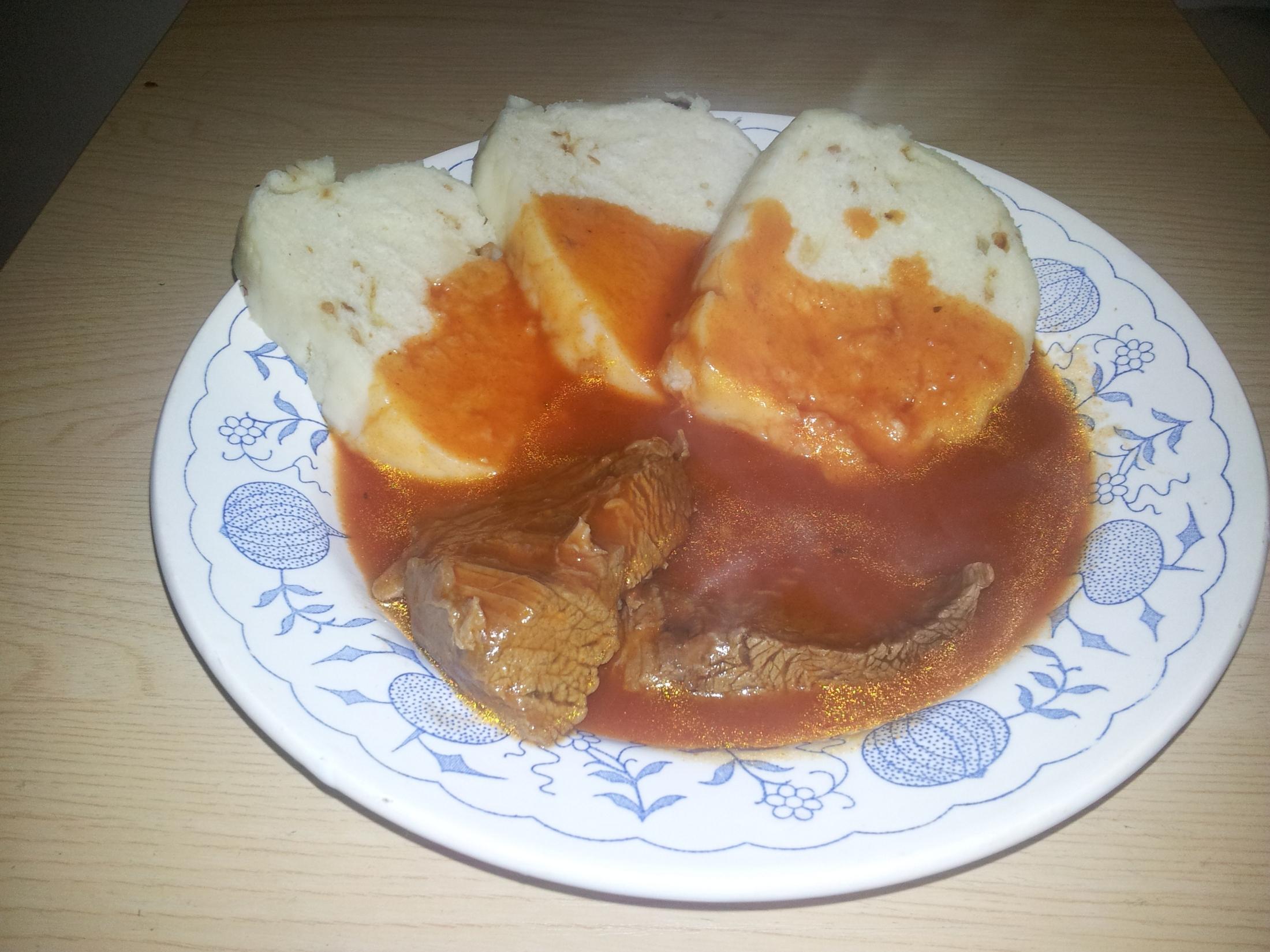 Recept Krémová rajská omáčka - rajska s dusenou hovezi klizkou a houskovym knedlikem
