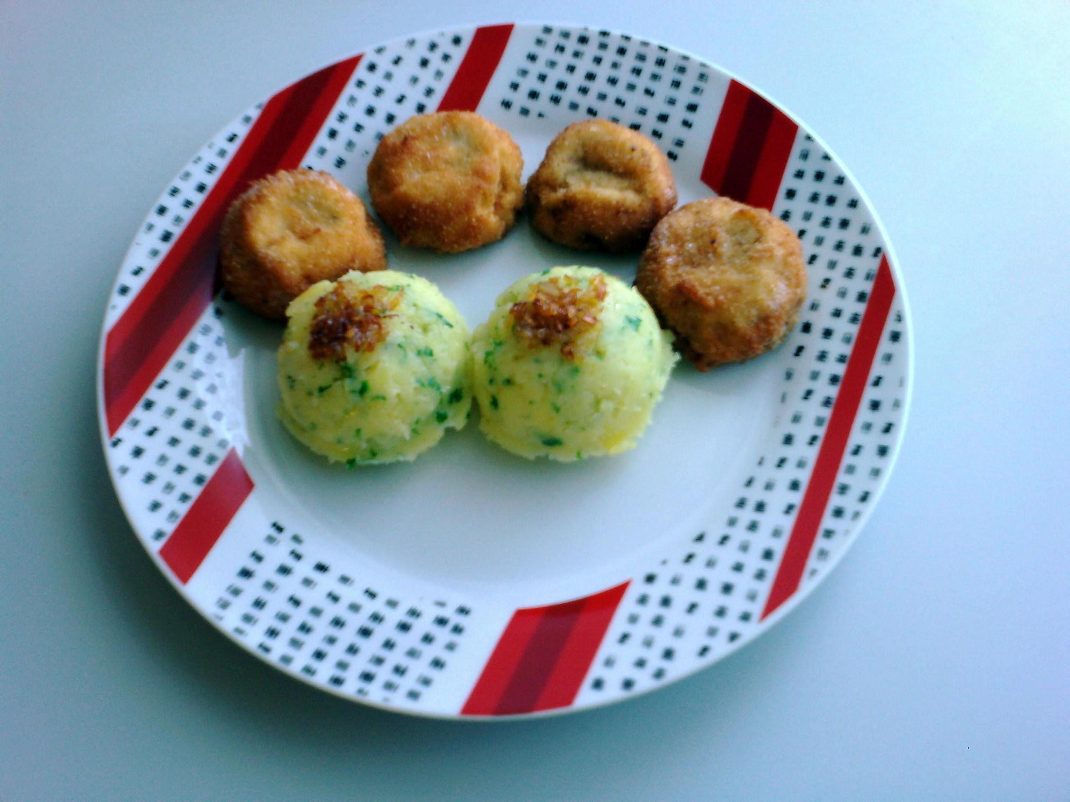 Recept Smažené žampiony - Smažené obalované žampiony s kopečky šťouchaných brambor.