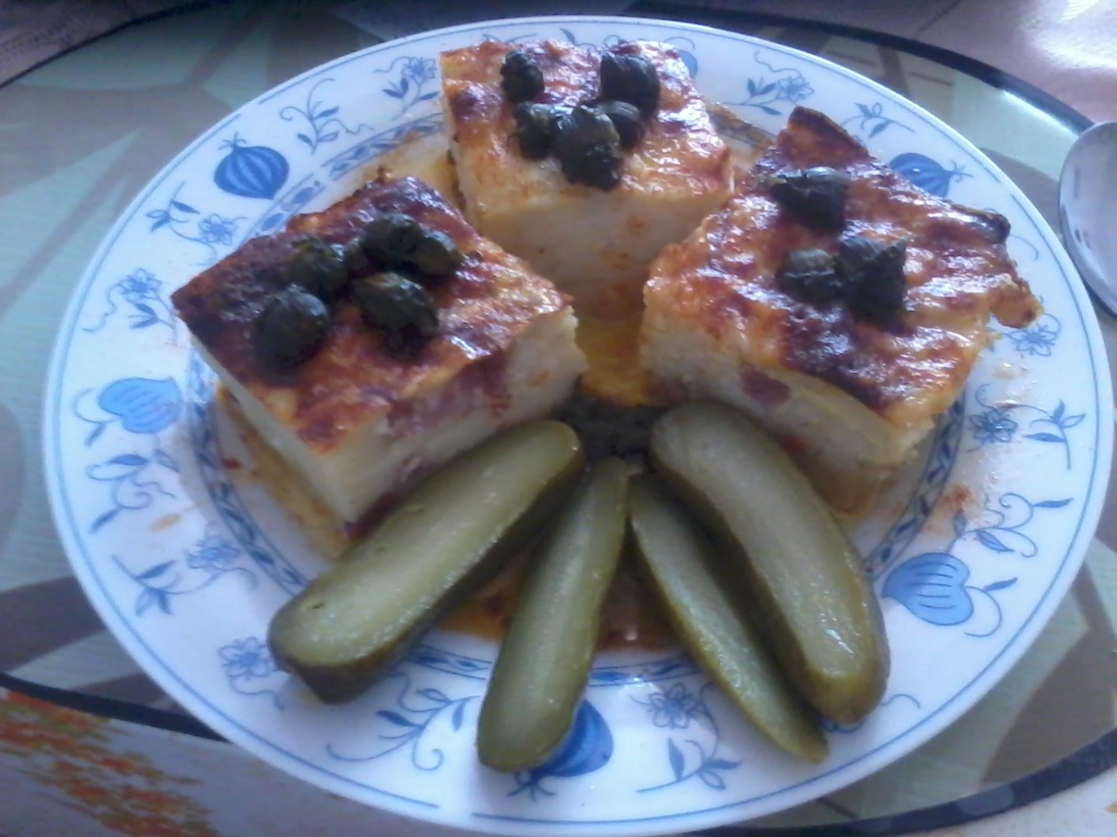 Recept Šunkofleky - Pravé jihočeské šunkofleky pikantní-domácí uzené, zelenina, vejce ušlehané v mléce, chilli, pampeliškové kapari, goja, máslo a okurka kyselá... a bylo to ńamko...
