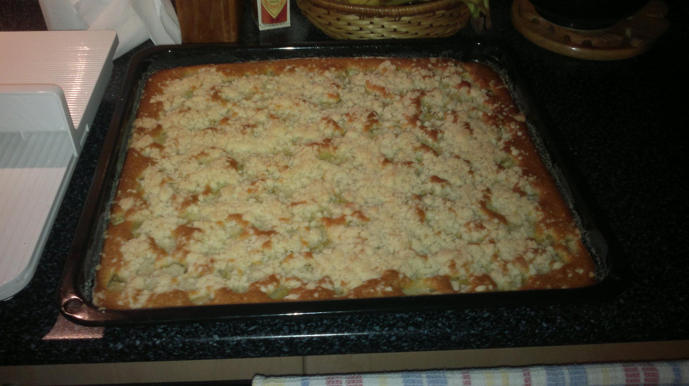 Recept Křehký rebarborový koláč - Voní nádherně.