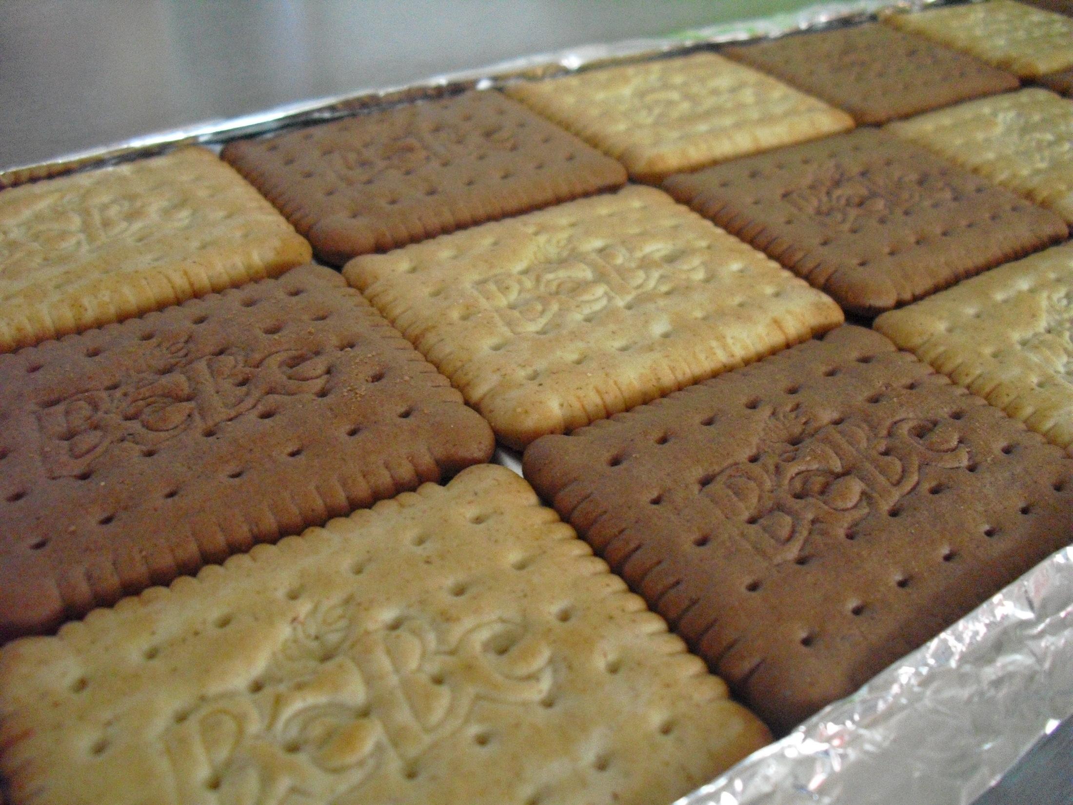 Recept Střecha z BeBe sušenek - Vyskládané BeBe sušenky
