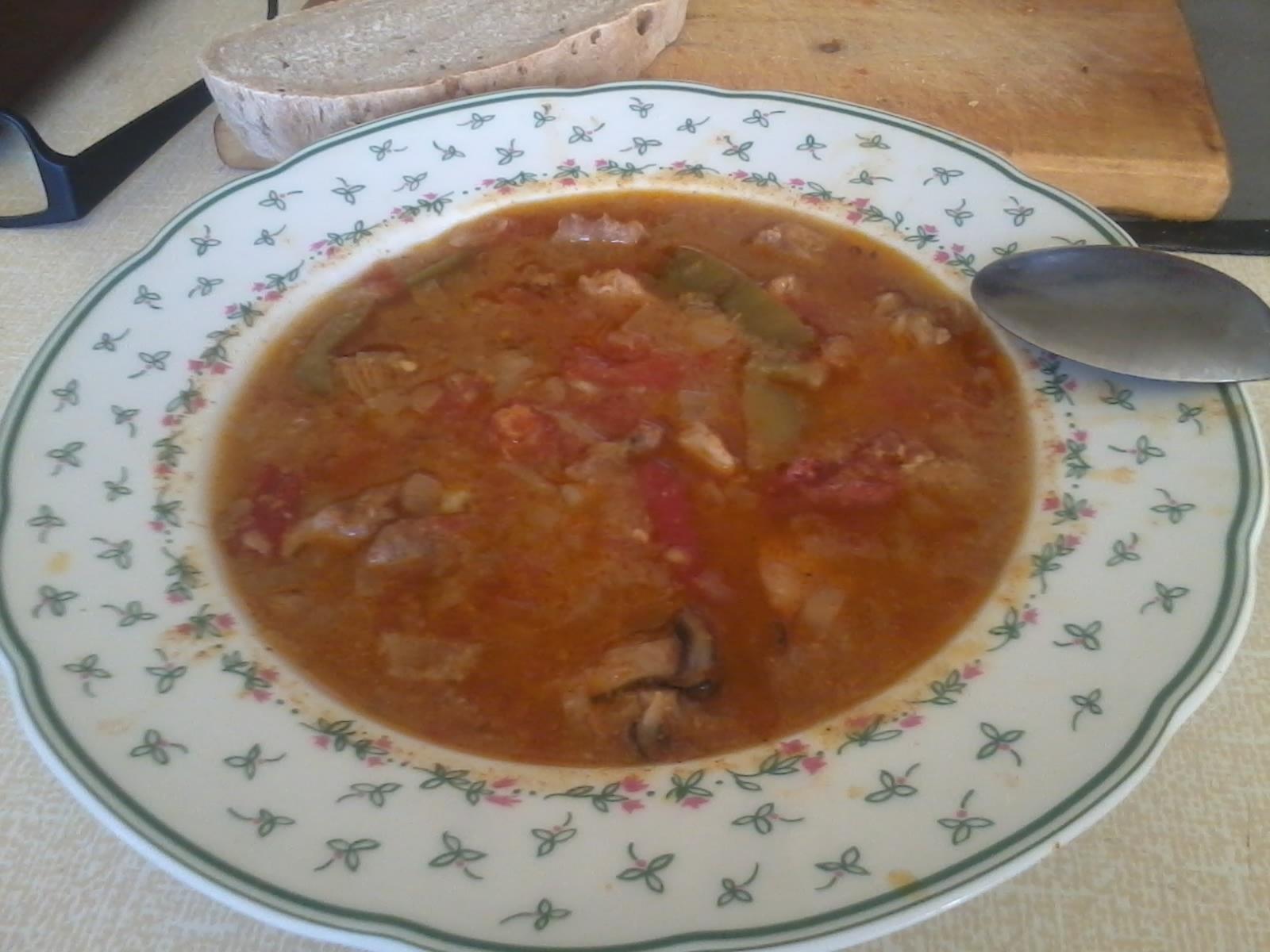 Recept Maďarský guláš 1 - Maďarský, velice pikantní guláš-bez masoxu, mouky a kmínu...